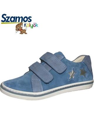 Szamos kölyök kék csilagos cipő